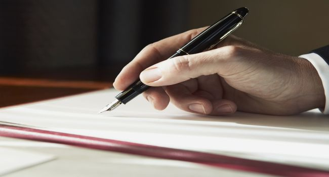 5-ways-writing-a-book-fosters-your-business-650×350-18oct